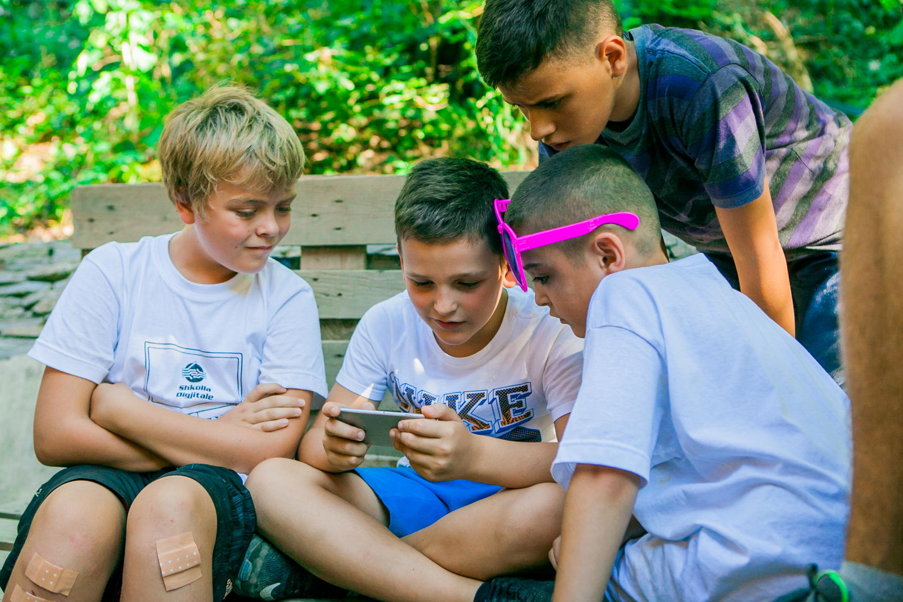 Kids learning about nature through their favorite gadgets © Digital School